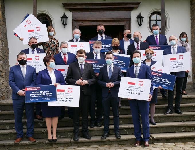 Samorządowcy z powiatu wadowickiego odebrali promesy.
