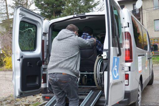 Na terenie powiatu wadowickiego działa bezpłatna usługa transportu Door-to-door