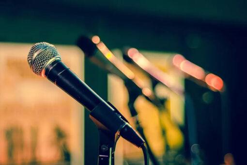 mikrofon - symbol wysłuchania podczas debat dot. projektu Umowy Partnerstwa i poszczególnych programów krajowych przewidzianych w ramach nowego budżetu UE na lata 2021-2027