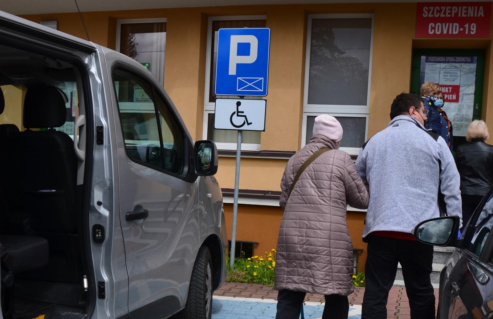 """Mieszkańcy powiatu korzystają z oferty Powiatu Wadowickiego w zakresie bezpłatnego transportu (projekt """"Door-to-door"""")"""