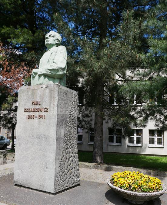 Renowacja pomnika Zegadłowicza już nie taka prosta…