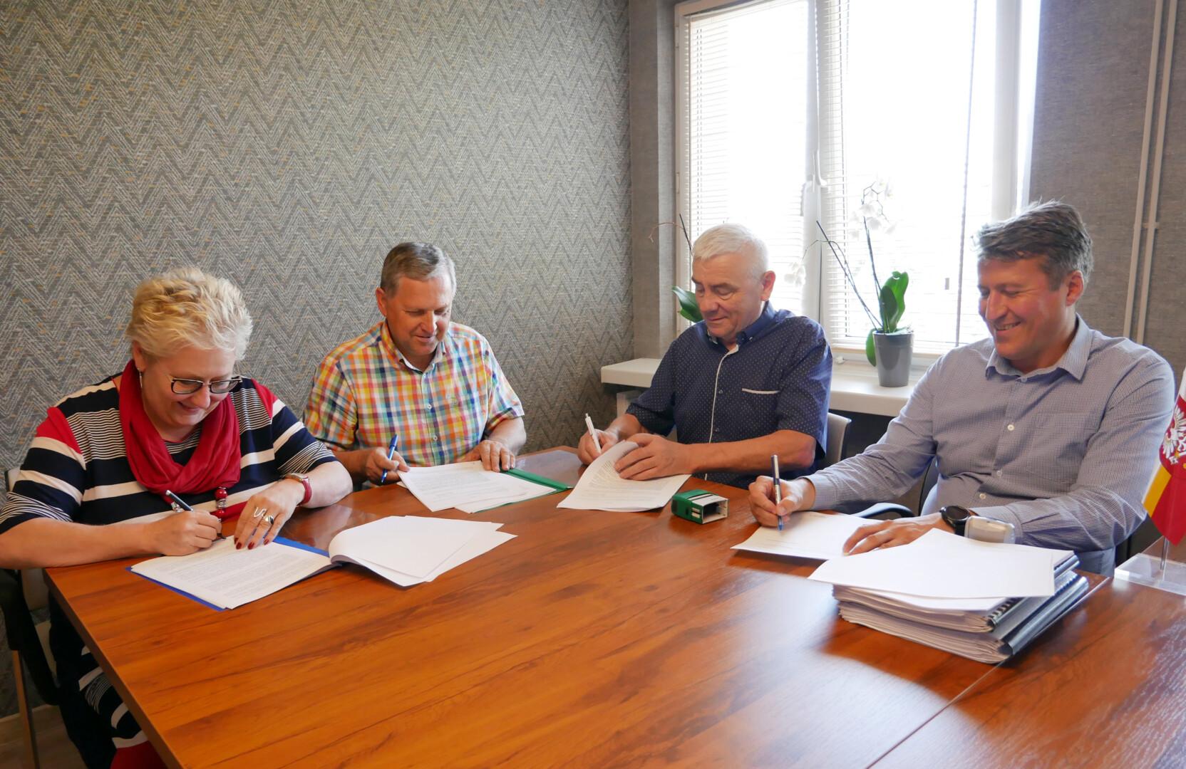 podpisanie umowy na przebudowę drogi Kalwaria - Brzeźnica