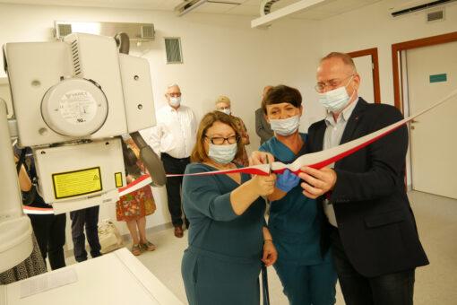 Pracownicy szpitala w Wadowicach podczas odbioru nowego aparatu RTG