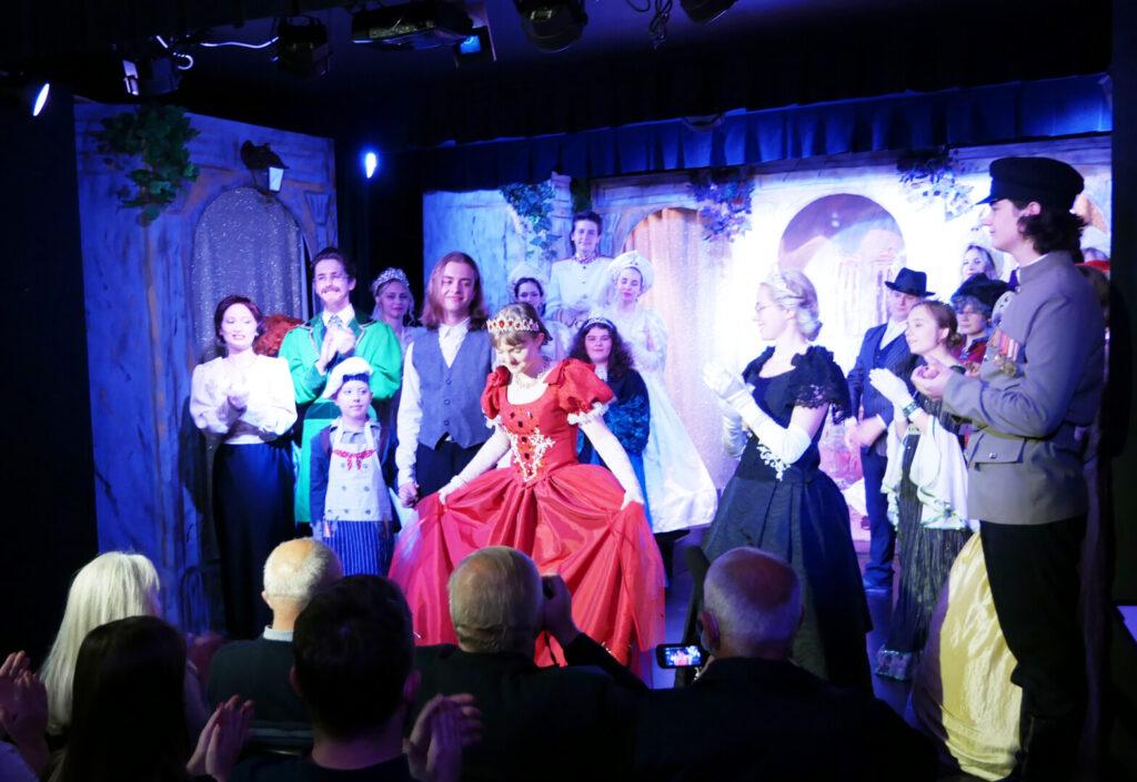 """23.09.2021 – premiera musicalu """"Anastazja"""" Teatru Nasz z Kleczy Dolnej"""